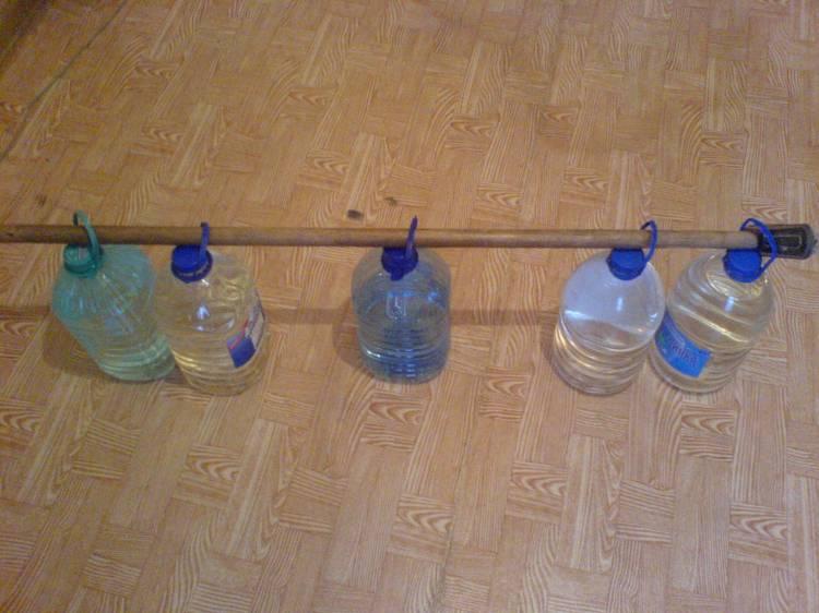 Самодельные гантели из бутылок